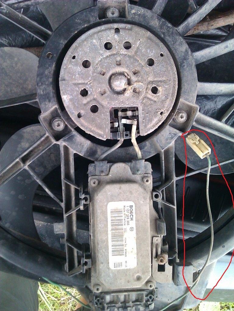 не работает вентилятор радиатора на mazda demio